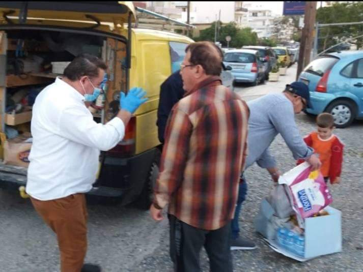 Për shqiptarët dhe grekët! Kohë pandemie, komuniteti shqiptar në Kretë u shpërndan ushqime familjeve në nevojë