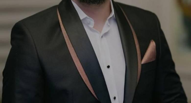 Këngëtari i njohur shqiptar martohet në fshehtësi, dalin pamjet nga ceremonia e celebrimit (FOTO)