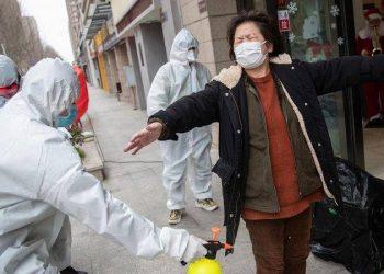 Koronavirusi del jashtë parashikimeve, OBSH ngre alarmin: Çdo ditë e më shumë po sëmuren dhe vdesin të rinj