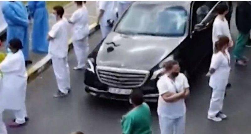 Pamje që po bëhen virale, kryeministrja shkoi për një vizitë në spital, mjekët bëjnë veprimin befasues (VIDEO)