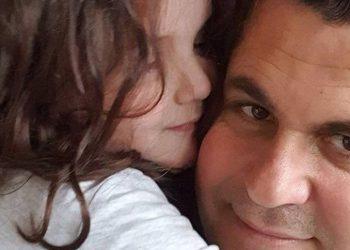 I mëson makinën të bijës vetëm 4-vjeçare, Gentian Zenelaj publikon videon që po i shkrin të gjithë së qeshuri (VIDEO)