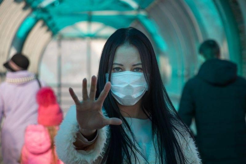 Ekspertët këshillojnë mos mbajtjen e maskës, profesori italian bën deklaratën e fortë mbi dëmet dhe pasojat që i shkaktohen trupit të njeriut