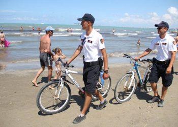 Plazhet gati për pushuesit! Shëngjin, përgatitjet e fundit para hapjes së sezonit (VIDEO)