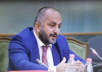 Romeo Kara nxjerr videon e deputetit në Kuvend që po qarkullon me shpejtësi: Turpi është i yni që i durojmë