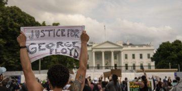 Trump lëshon qentë kundër protestuesve para Shtëpisë së Bardhë: Manifestime të dala jashtë kornizës së pikënisjes së tubimeve