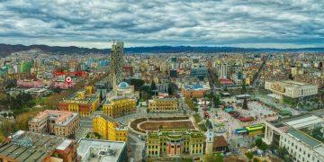 Tirana, më e pasura e Shqipërisë, por ja kush është qyteti më i varfër, si renditemi në Europë