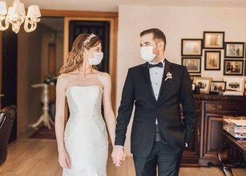 Ceremoni martesore me maskë, ja si u martuan dy mjekët e rinj shqiptarë (FOTO)