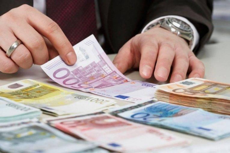 Euro po rritet dhe dollari po bie, pse?