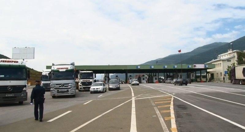 Hapet kufiri me Kosovën pas karantinës, nisin problemet e radhëve të gjata, zbulohet kushti kryesor për kalimin