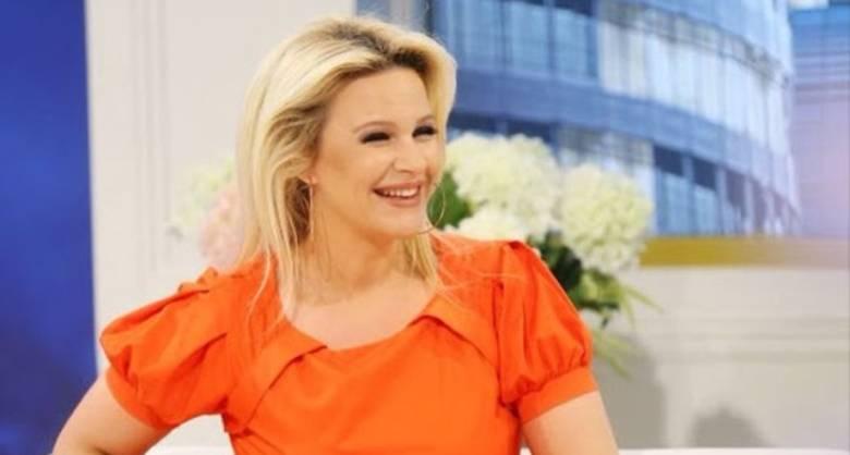 Këngëtarja shqiptare surprizon Rudina Magjistarin në mes të emisionit (FOTO)