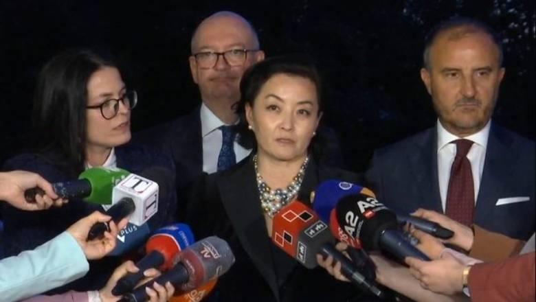 """Reforma Zgjedhore, ambasadorja Yuri Kim u vendos partive """"vijën e kuqe"""""""