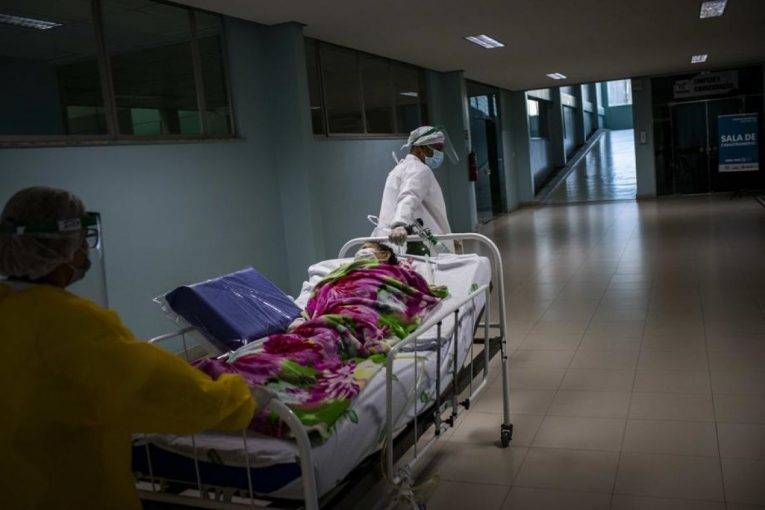 """""""Nuk mundet të marrë frymë as 2 minuta pa aparatin e oksigjenit"""", Shqiptari tregon për nënën e tij me COVID-19"""