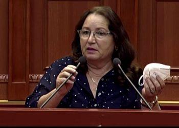 Habit deputetja në Kuvend, ngatërrohet gjatë fjalës së saj dhe i vë emër të ri koronavirusit, ja si e quan (VIDEO)