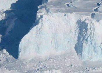 """Ç'po ndodh? Fillon të shkrihet akulli që """"sjell fundin e botës!"""" Paralajmërojnë ekspertët (VIDEO)"""