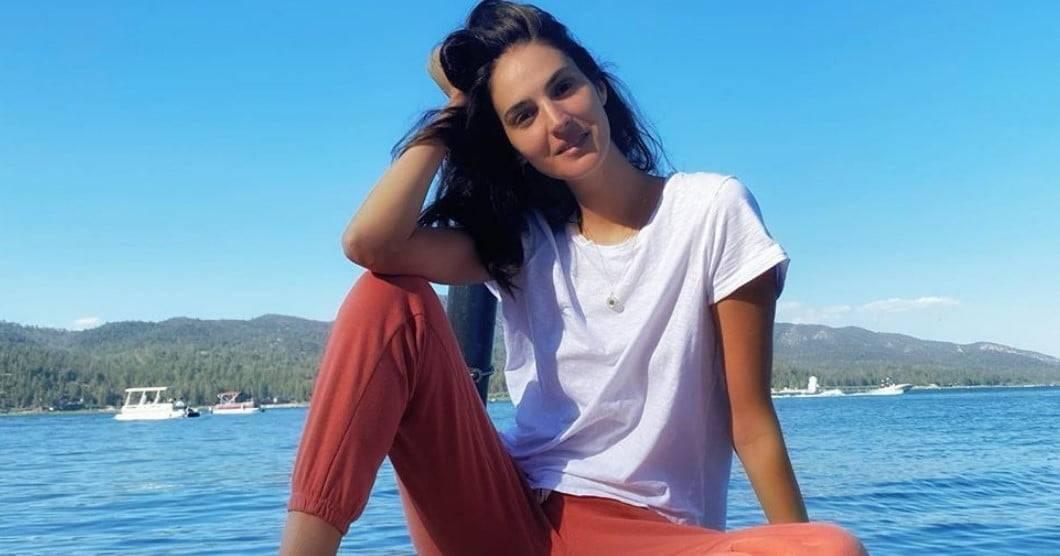 Një fundjavë si e Emina Cunmulaj, modelja ndan foton e ëmbël pranë të voglës së saj