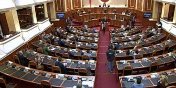 Rama urdhëron Hajdarin nga foltorja e Kuvendit, deputetja ngrihet dhe bën veprimin e papritur
