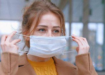 Sa përqind na mbron maska nga COVID-19? Studiuesit shuajnë kureshtjen e të gjithëve me përgjigjen
