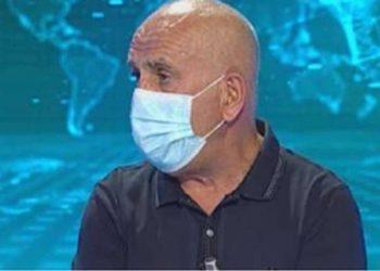 """E fton në studio për intervistë, Pëllumb Pipero """"detyron"""" gazetaren të vendosë maskë (FOTO)"""