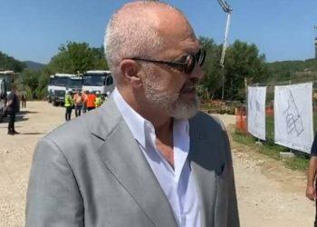 """""""Po vijon puna"""", Rama viziton kantierin e rindërtimit në Bubq dhe jep lajmin e mirë (VIDEO)"""
