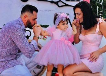 Vogëlushja e tyre festoi ditëlindjen e 2-të, Xhensila dhe Besi i bëjnë dhuratën speciale Ajkës (FOTO)