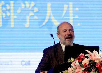 """Imunologu që mori """"Nobelin"""" i jep goditje OBSH-së, i prerë se nuk do të ketë një valë të dytë koronavirusi"""
