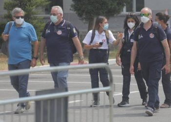 Do ndihmojnë në betejën kundër koronavirusit, mjekët nga Italia mbërrijnë tek spitali Infektiv (FOTO)