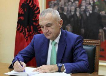 """Presidenti Meta """"bie dakord"""" me Kuvendin, dekreton tre ligje të rëndësishme"""