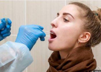 Britanikët bëjnë zbulimin e madh për testin e Covid-it, reagon sekretari i shëndetësisë: Jashtëzakonisht e dobishme