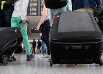 Policia habitet kur kontrollon valixhen, e pabesueshme çfarë kishte futur brenda e moshuara